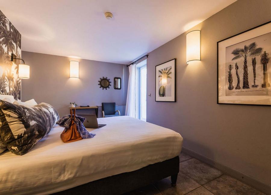 La chambre standart rez de jardin, lit double, hôtel 3 étoiles