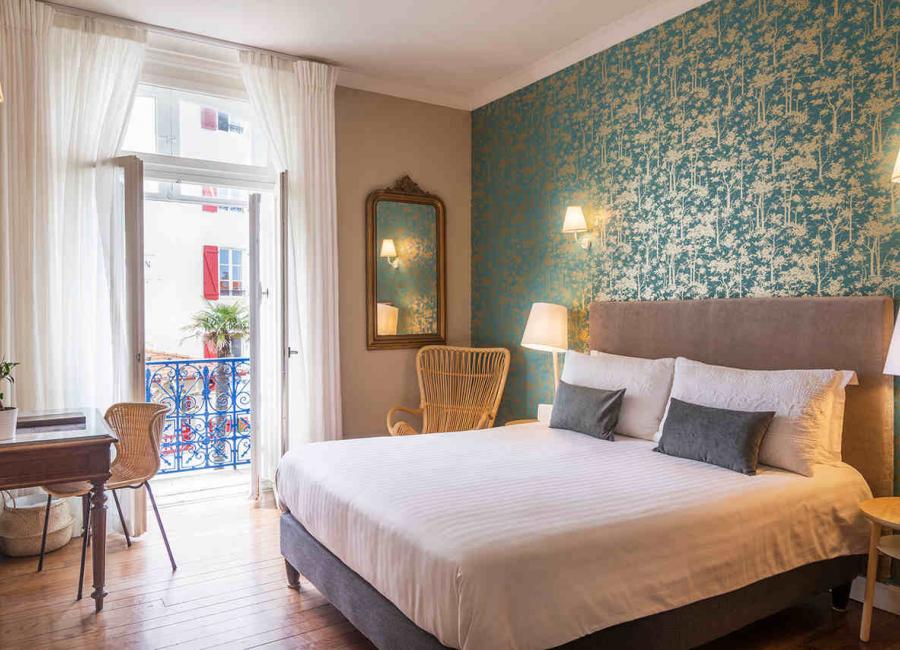 La chambre confort avec son balcon, hôtel Edouard 7