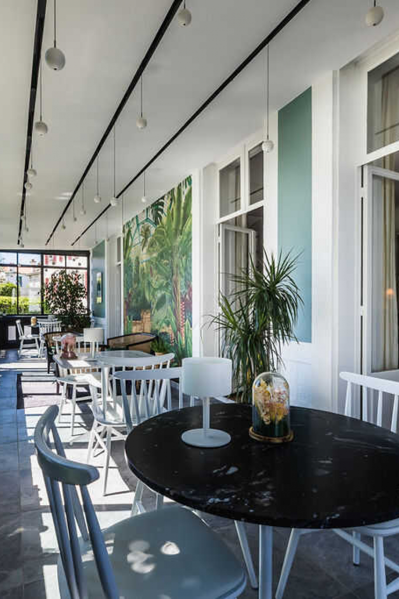 Hôtel Edouard VII et sa veranda au soleil